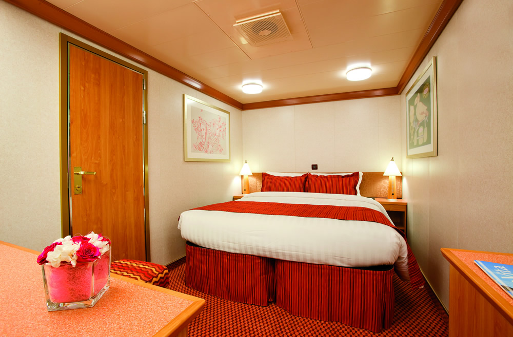 Kategorien und kabinen des schiffs costa deliziosa costa for Chambre quadruple costa magica